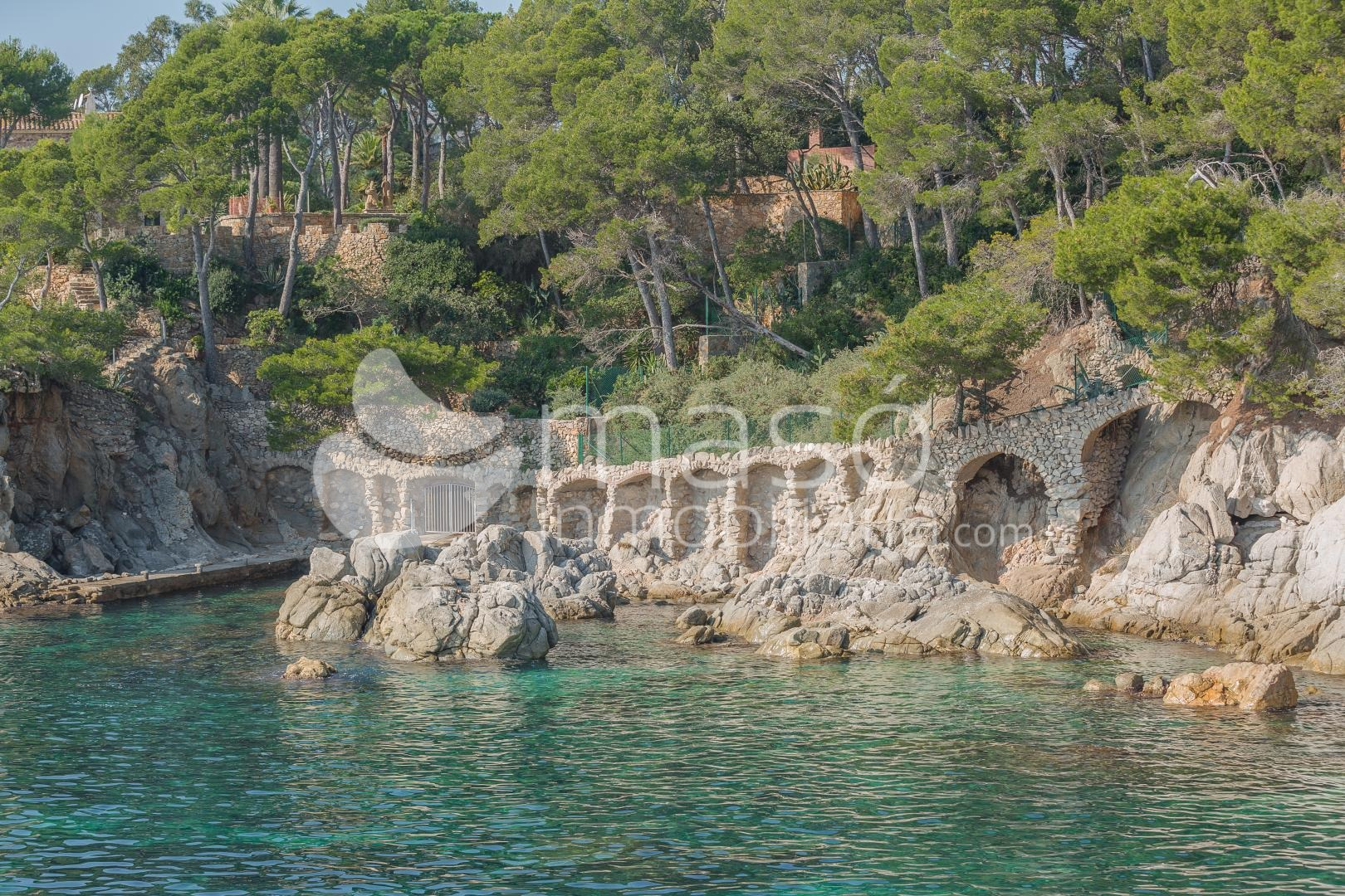 What taxes do I have to pay when buying or selling a house in the Costa Brava as a foreigner?
